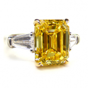 5.01 ct Fancy Vivid Yellow