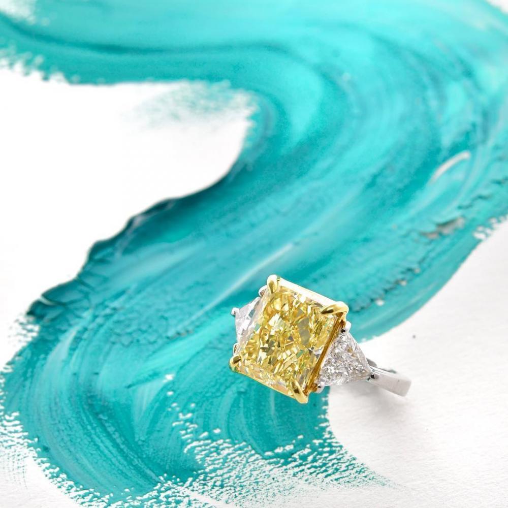 Bestimmung der Farbe und Intensität eines Diamanten | Leibish