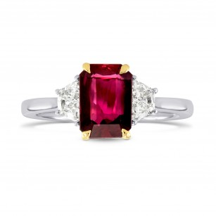 Unheated Ruby Radiant Cut and Trapezoid Diamond Ring, ARTIKELNUMMER 101835 (2,30 Karat TW)