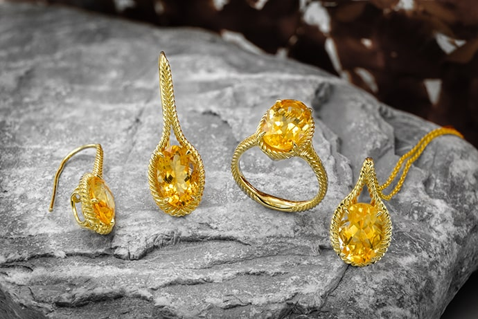 An oval citrine ring, pendant and earrings
