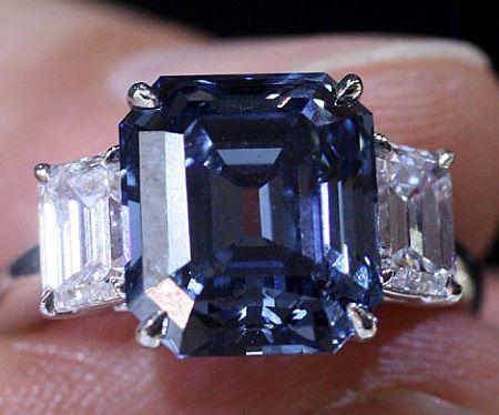6.04ct Emerald cut, Fancy vivid Blue