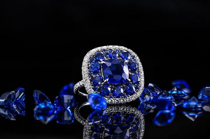 An extraordinary 8.56 carat (TW) sapphire and diamond ring