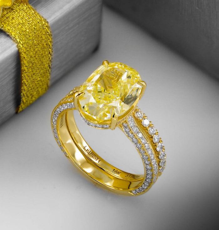 4.02ct Fancy Light Yellow Diamond Ring