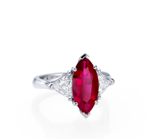 Ring mit Rubin in Navette-Schliff in Pinkish Red und Diamant