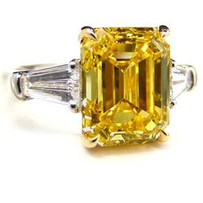 5.01ct_Fancy_Vivid_Yellow_Ring_Leibish_&_Co