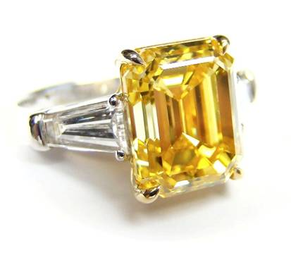 5.01ct Fancy Vivid Yellow