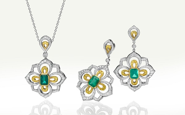 Emerald jewelry with very similar carat weight and size of the center stones