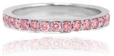 Platin-Trauring mit halbem Ewigkeitsdesign und Diamant in Fancy Intense Pink mit 0,46 Karat